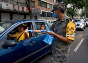 A Mexico, on distribue des masques