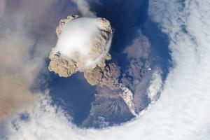 eruption volcanique de l'espace