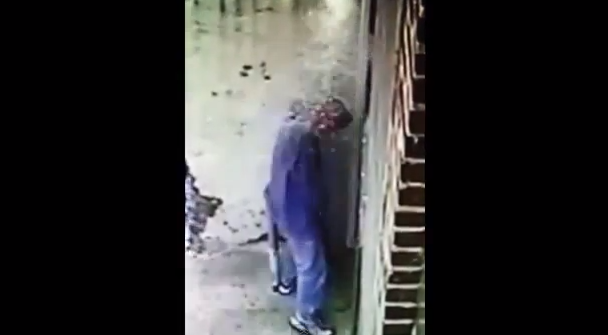 salope pamiers pisse en public