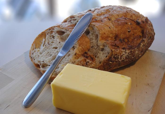 pain-couteau-beurre-1