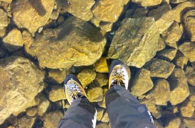 marcher-lac-gele-eau-claire